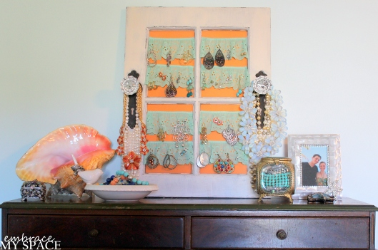 Embrace My Space: Jewely Display
